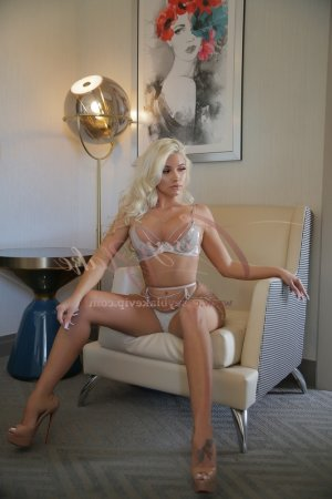 Natalie escort in Lawrenceville
