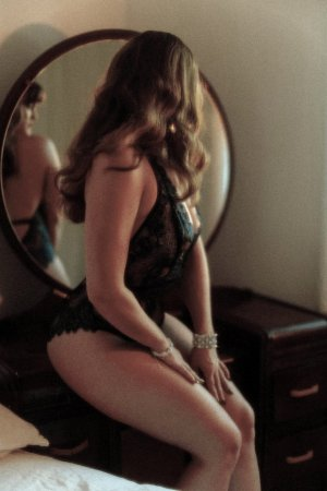 Manthia independent escorts in North Bellport