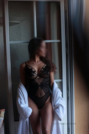 Lunna escort girl