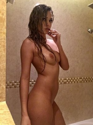 Lina-rose escort girl in North Miami